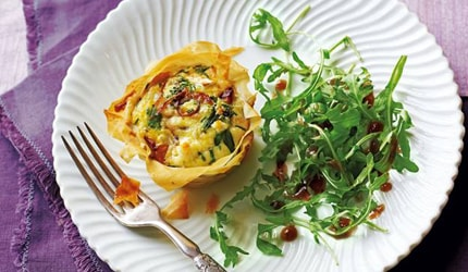 Goat's cheese, broccoli and red onion tartlets with rocket salad recipe