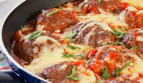 Meatballs with cheese and garlic