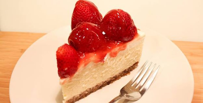 Low-fat strawberry cheesecake